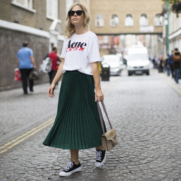 how to wear green pleated skirt