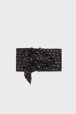 Zara Sjaaltje met stippenprint