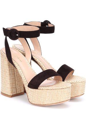 Gianvito Rossi Dames Sandalen - Suede-trimmed raffia platform sandals