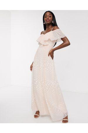 Little Mistress Dames Lange jurken - Off shoulder maxi dress in blush spot jacquard-Pink