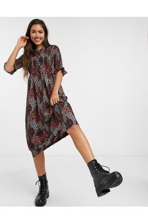 Pieces Smock midi dress with puff sleeves in red ditsy floral-Multi