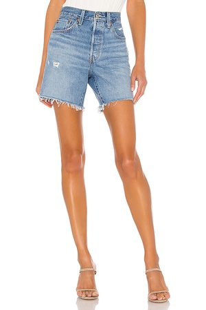 Levi's Dames Shorts - 501 Mid Thigh Short in . Size 23 (also in 24, 25, 26, 27, 28, 29, 30, 31, 32).