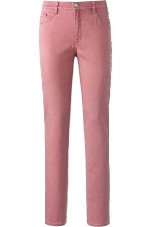 Brax Feminine Fit-jeans model Nicola Van lichtroze