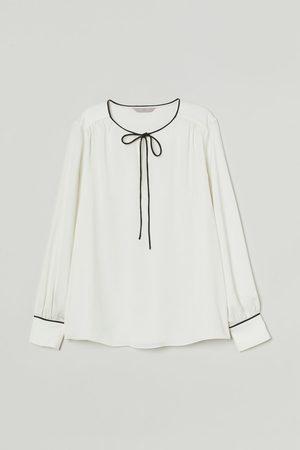 H&M Dames Blouses - Satijnen bloes met strikje