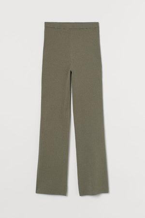 H&M Ribgebreide broek