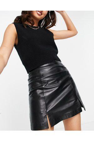 Muubaa Dames Korte rokken - Slit front leather mini skirt in black