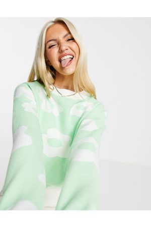 Liquorish Knitted jumper with floral in green