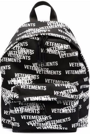 VETEMENTS Heren Rugzakken - All-over logo-print backpack