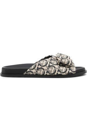 Salvatore Ferragamo Dames Sandalen - Logo-print open-toe sandals