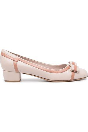 Salvatore Ferragamo Dames Pumps - Vara stripe low-heel leather pumps