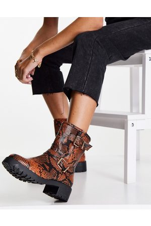 ASOS Amber pull on hiker boots in tan snake-Brown