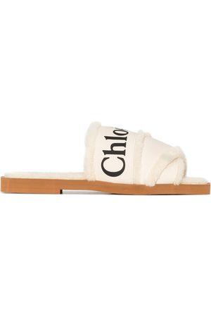Chloé Dames Sandalen - Woody logo-tape flat sandals